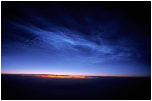 Mesosfera Nubes Noctilucentes sobre Alaska en junio de 2006