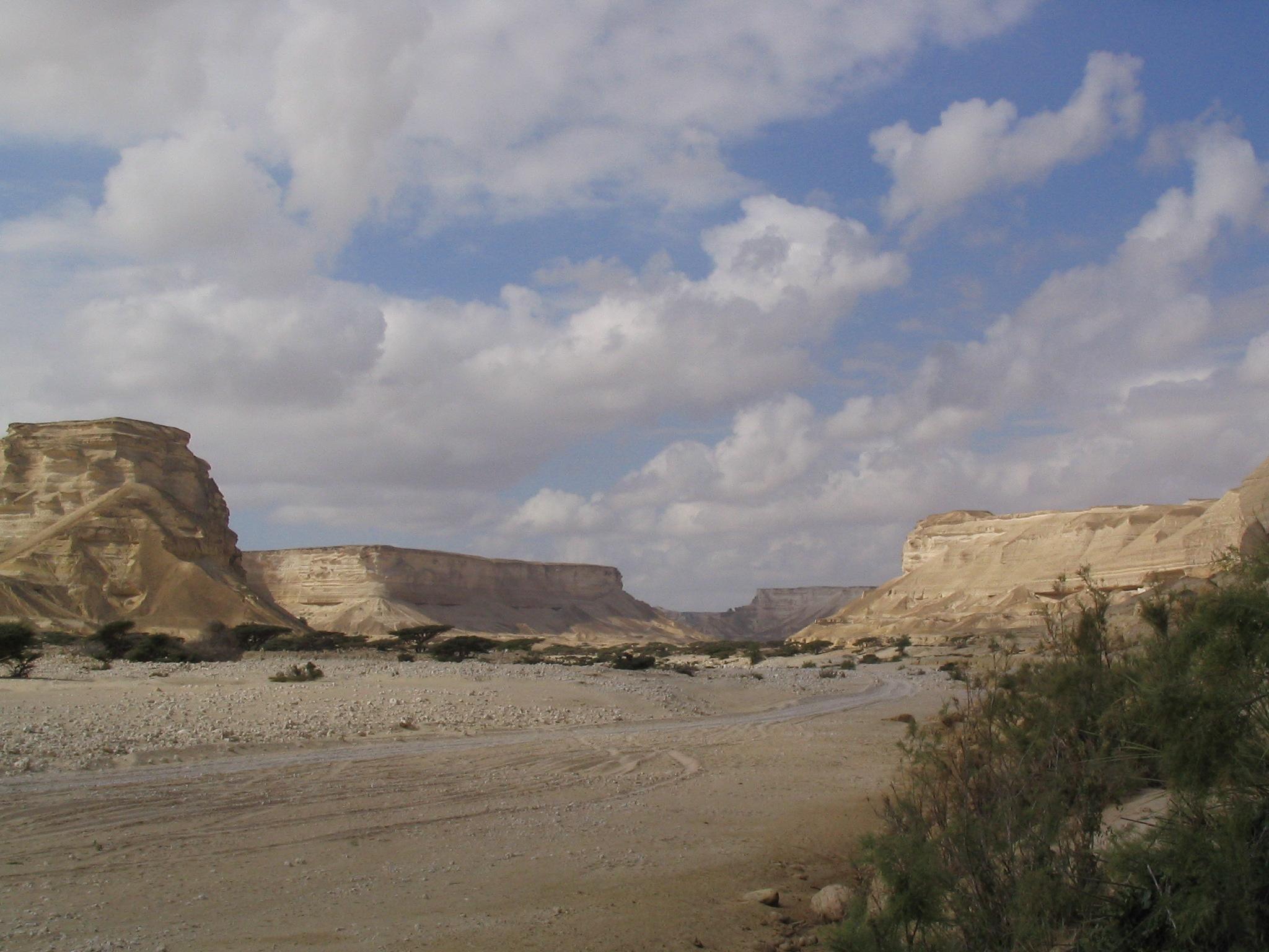 El cañon desertico al centro de mascate